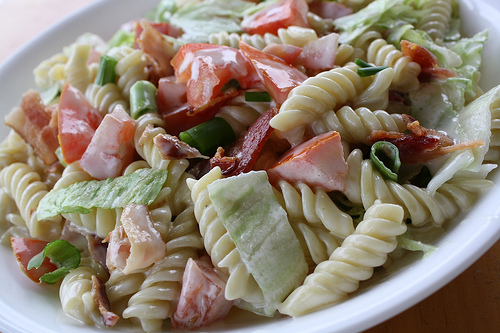 BLT Pasta Salad Recipe | BlogChef.net