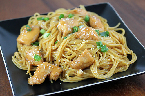 Chinese_chicken_with_noodles_1