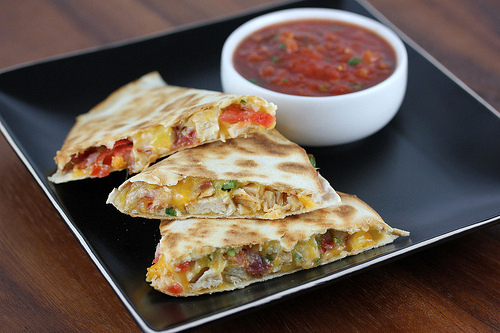 applebees_chicken_quesadillas_grande_1