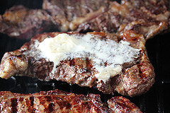 steak_with_blue_cheese_and_french_fried_onions_3
