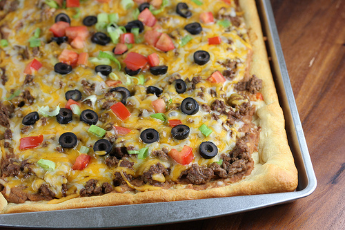 Dec 06,  · The cold pizza makes a fabulous appetizer or hot weather meal, and even the pickiest eaters will enjoy it. The taco mixture calls for ground beef, but ground turkey is a nice alternative. For a lighter base sauce, consider reduced calorie sour cream and cream cheese.