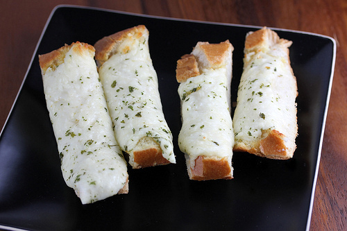 how_to_make_garlic_cheese_bread_2