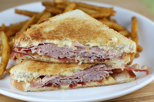 ham_and_gouda_grilled_cheese_1