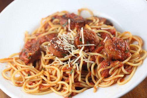 how to cook spaghetti with sausages