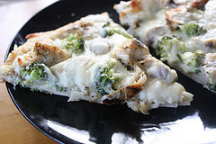 chicken_alfredo_pizza_2