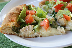chicken_caesar_salad_pizza_3