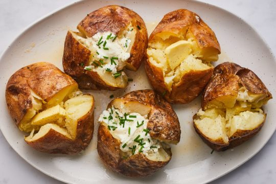 How to Cook Baked Potatoes in the Microwave
