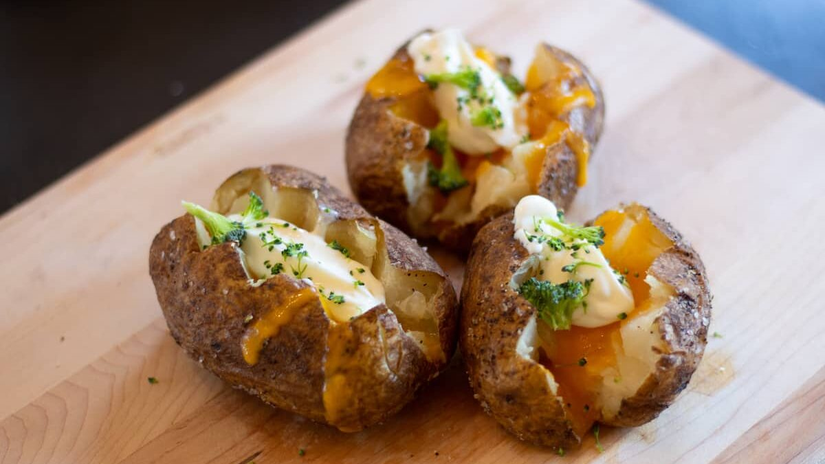 How to Cook Baked Potatoes in the Air Fryer