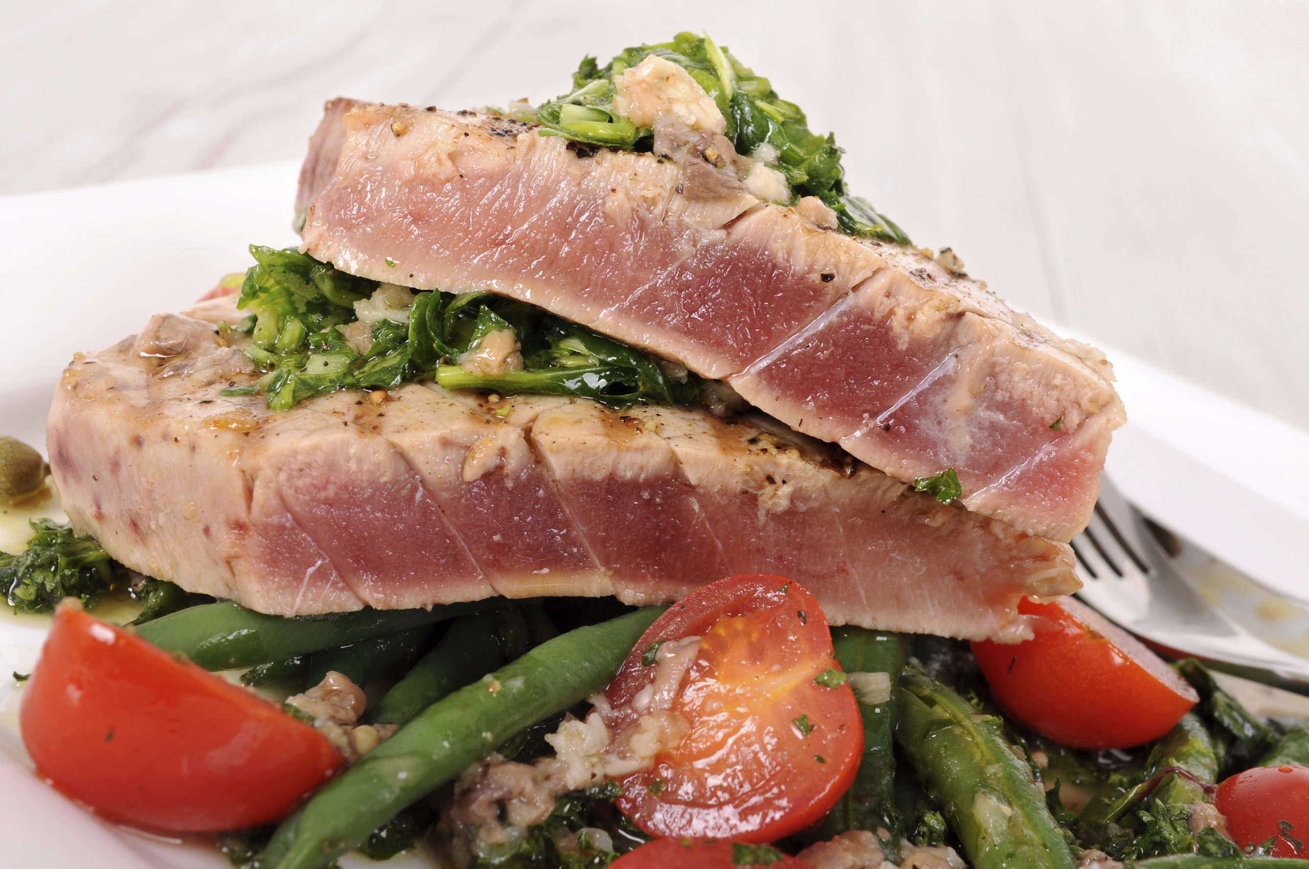 How to Cook Tuna Steaks in Oven in Foil
